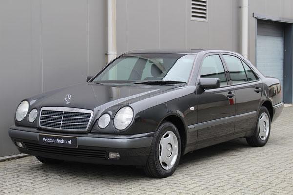 Mercedes-Benz E 220 Diesel Classic - 1997 - 3.298 km