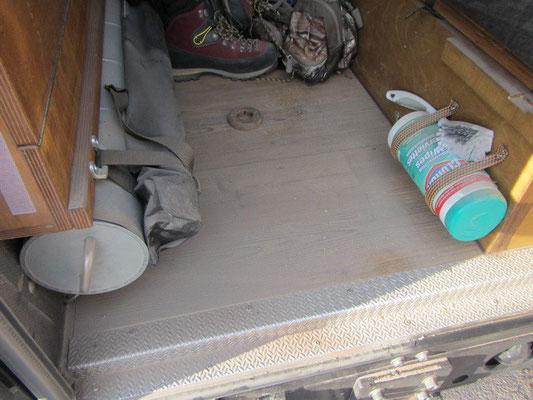 .....Jeden Abend war putzen angesagt....der Staub schlich sich ins Innere des Fahrzeugs...