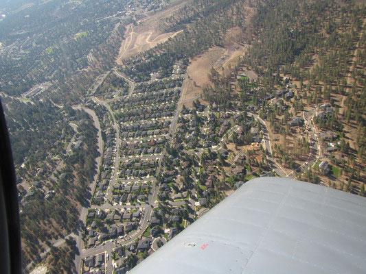 Flug über das Watson House....suche Mike im Bild ;)