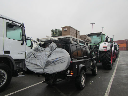 Bagheera eingereiht fürs Schiff mit all den Traktoren