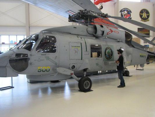 Venom 500 - Sea Hawk (Mike interessiert sich eher für das Aufgemalte am Helikopter)