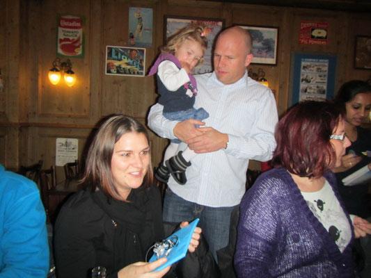 Corry bekommt ein Abschiedsgeschenk von Lea & Family