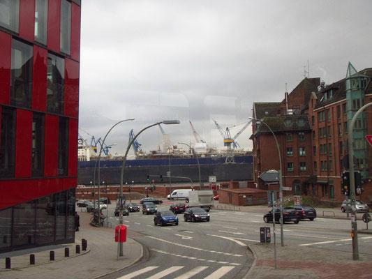 Am Hafen beim Schiffsmarkt