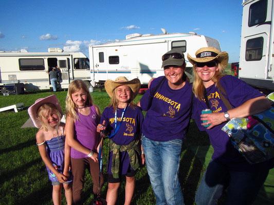 Corry mit Frau Anita und ihren 2 Töchtern und 1 Cousine