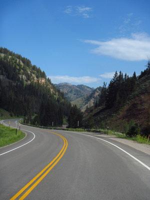 Weiterfahrt in den Westen....die Berge kommen
