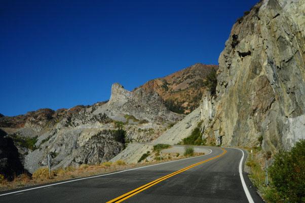 Fahrt über den Tioga Pass in den Yosemite Nationalpark