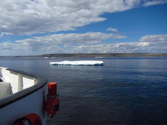 Eisberge vom Schiff aus
