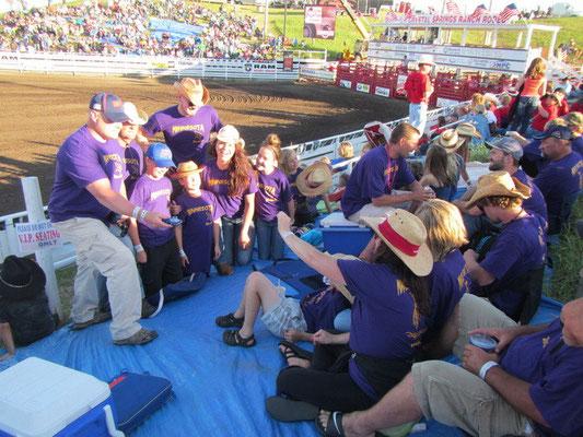Am Abend am Rodeo mit den Minnesota Shirts