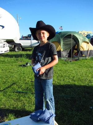 ...am Bean Bag spielen am Nachmittag natürlich schon im Cowboy Outfit