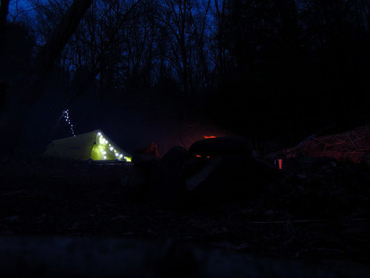 Unser Camp by night