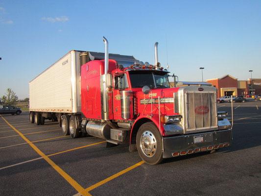 Truck auf dem Walmarkt Parkplatz neben uns