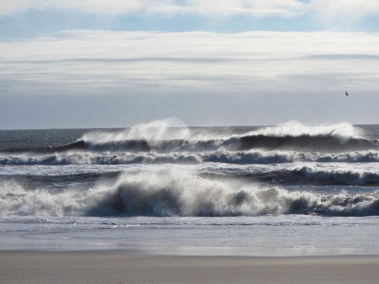 Die Wellen toben nach dem Sturm
