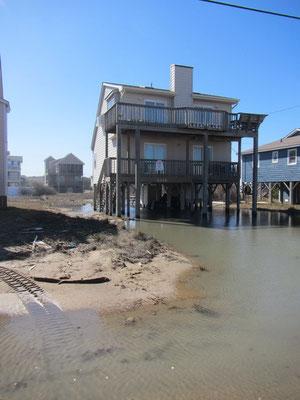 ..unzählige Häuser unter Wasser