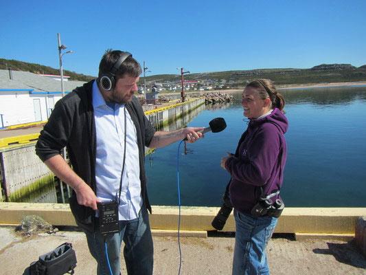...und ich am Interview geben (Journalist aus Kanada wollte uns als einzige Touristen im Dorf interviewen)