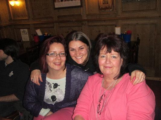 Corry mit Mike's Schwester Manu und Mam