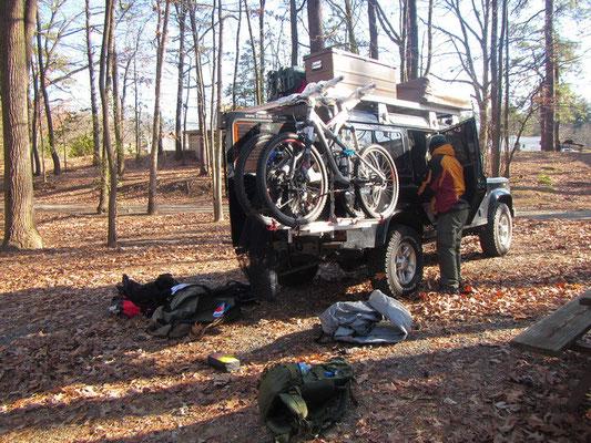Umpacken auf dem ersten Camping