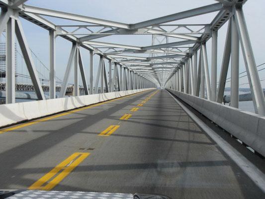 Diverse Brückenüberfahrten