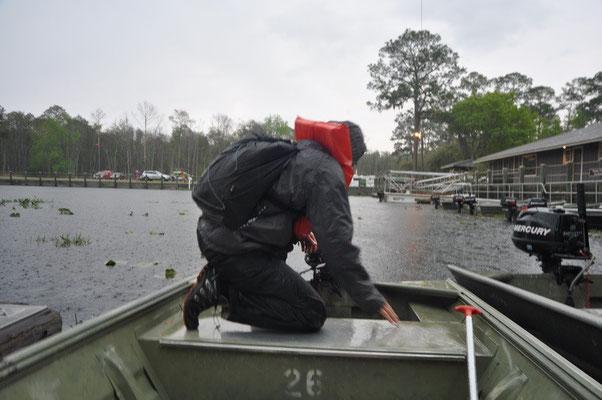 Erster Versuch mit dem Motorboot den Sumpf zu entdecken...