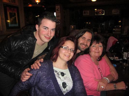 Mam von Mike mit Schwester Manu und Bruder Dean