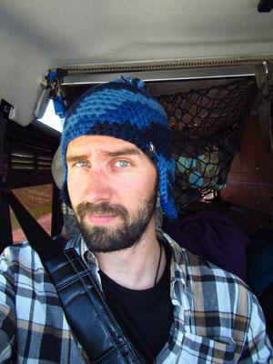 Mike's neue Kappe ...gröölll mit Moskito-Ohrenschütze!