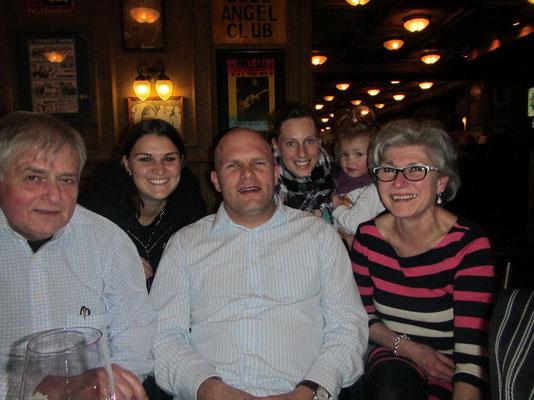Corry's Eltern mit Bruder und Familie (Corry's Gottimeitli Lea)