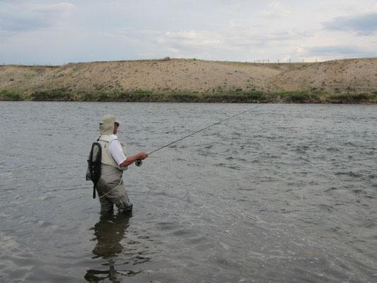 Wayne am Fliegenfischen
