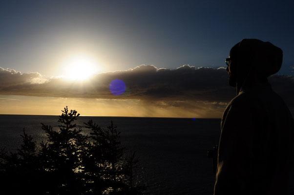 Sonnenuntergang auf der Klippe