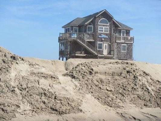 Typisches Haus der Outer Banks...direkt am Strand