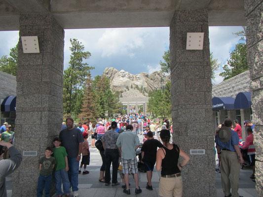 Touristenrummel beim Mount Rushmore