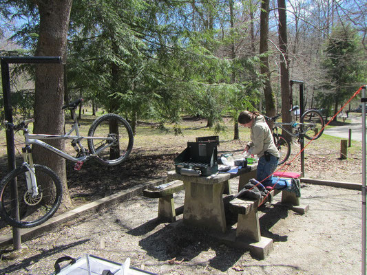 Mountainbike-Outdoor-Mechgarage und Backstube in einem