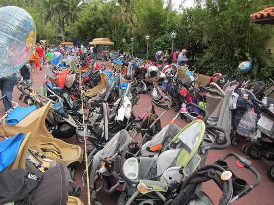 .....Kinderwagen-Parkplatz!!! Herrjeee