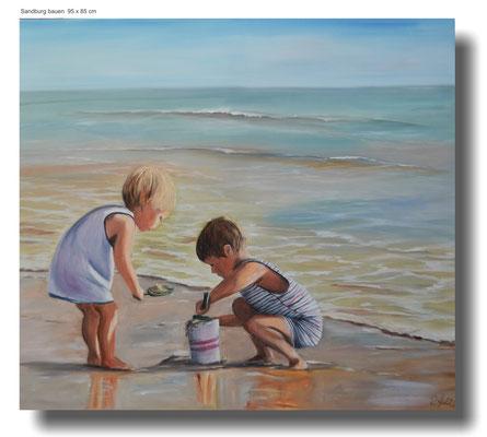 Sandburg bauen. spielende Kinder am Strand