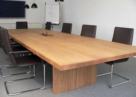 Konferenztisch, Datentank, Eiche geölt