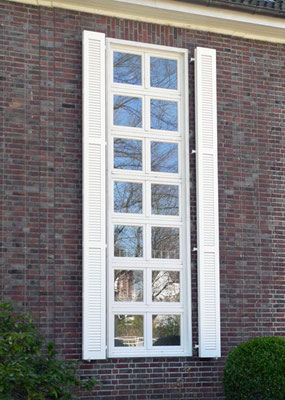 Fensterladen, Mahagoni, lackiert