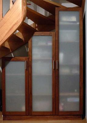 Treppenschrank; Nussbaum, Glas; geölt