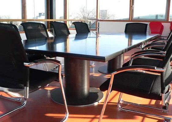Konferenztisch, Stahlfüße, MdF geölt