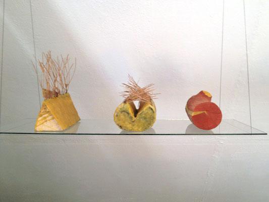 Kleine Behausungen 1-3, 2011, Holz, Bienenwachs, Kiefernnadeln, 30x20