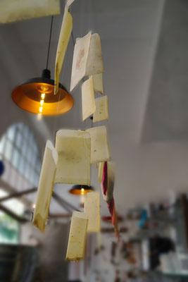 Installation 3 – Papier, Bienenwachs, Samen von Wildpflanzen