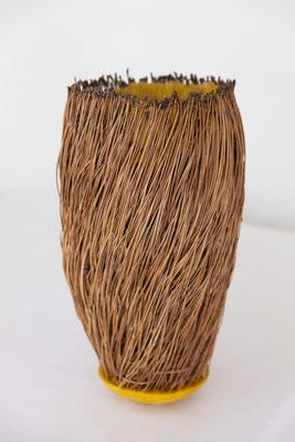 Große Behausung 2 – Kiefernnadeln, Bienenwachs, Draht, 40x19 cm, 2015