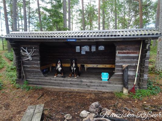 Überall kleine Schutzhütten