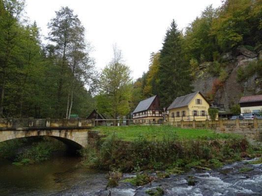 Die Neumannmühle im Kirnitzschtal ist beliebter Ausgangspunkt für Wander- und Klettertouren.