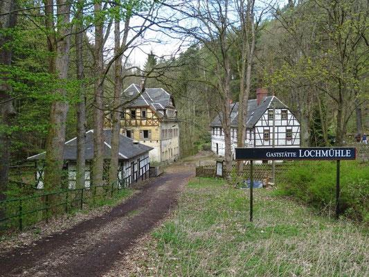 """Einst ein beliebtes Ausflugslokal, heute leider nur noch verfallene Gemäuer - die """"Lochmühle"""""""