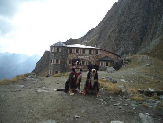 """Die Sajathütte, zurecht auch das """"Schloß in den Bergen"""" genannt"""