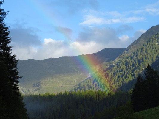 Regenbogen auf dem Weg zur Kuppelwieser Alm