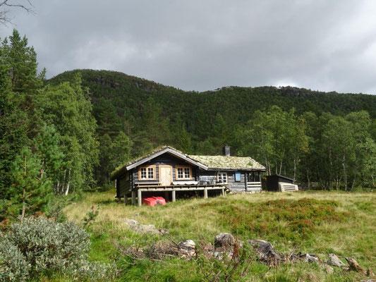 Typisches grasgedecktes Holzhaus