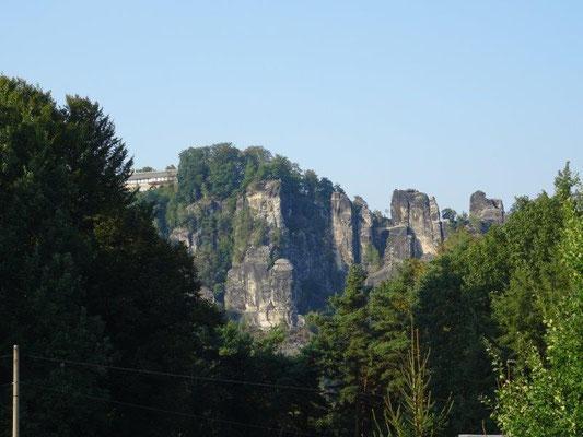 Immer wieder schön - der Blick vom Laasenhof hinüber zur Bastei