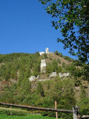 Burgruinen Rotund (oben) und Reichenberg (unten)