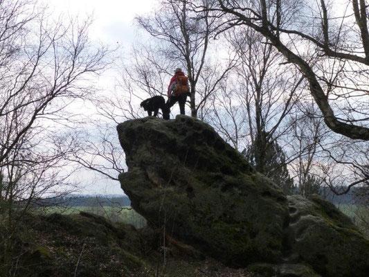 ... bei uns waren es zwei, die die Aussicht vom Felsblock genossen :-) (Foto: Kaj Kinzel)