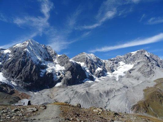 Traumhafte Bergwelt auf knapp 3000 Metern Höhe