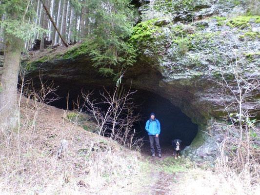 Kleine Höhle im Apfelstädter Grund